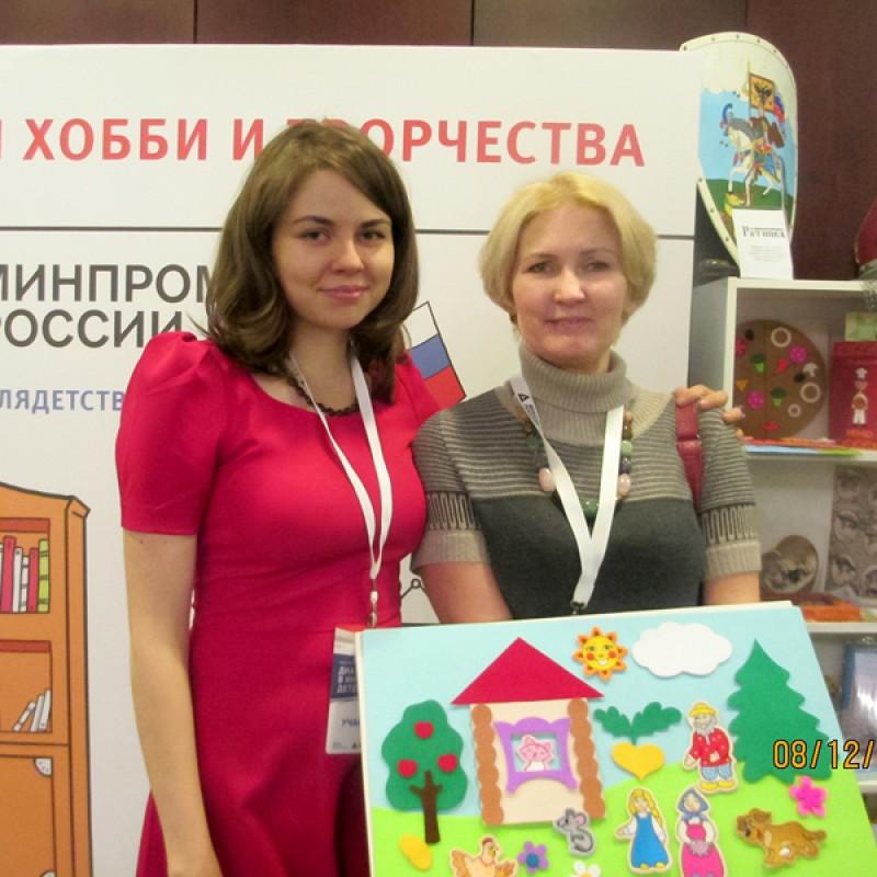На выставке с дочерью