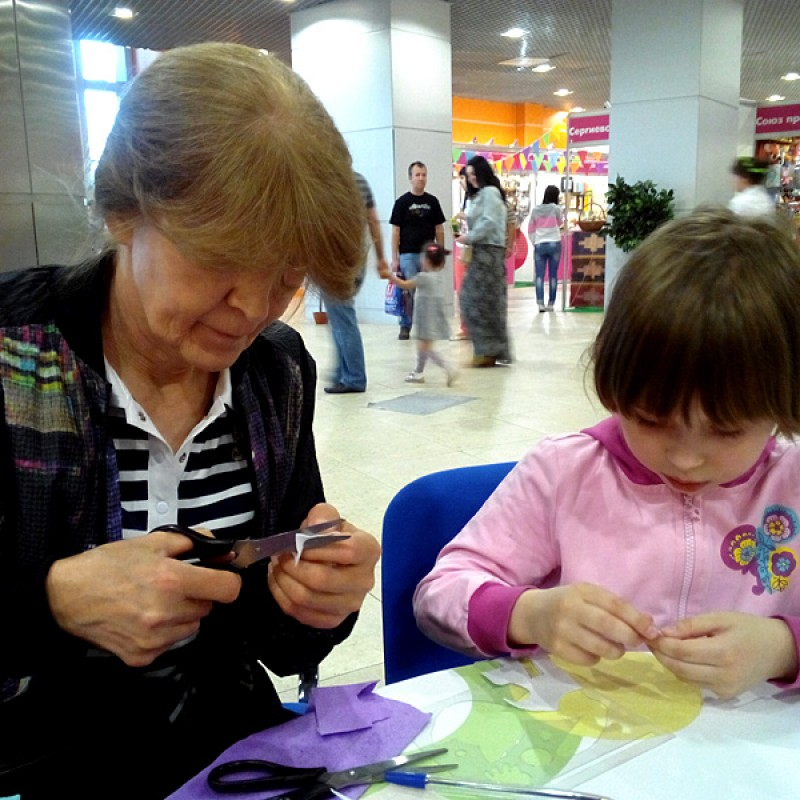 Даша с бабушкой на Мультимире